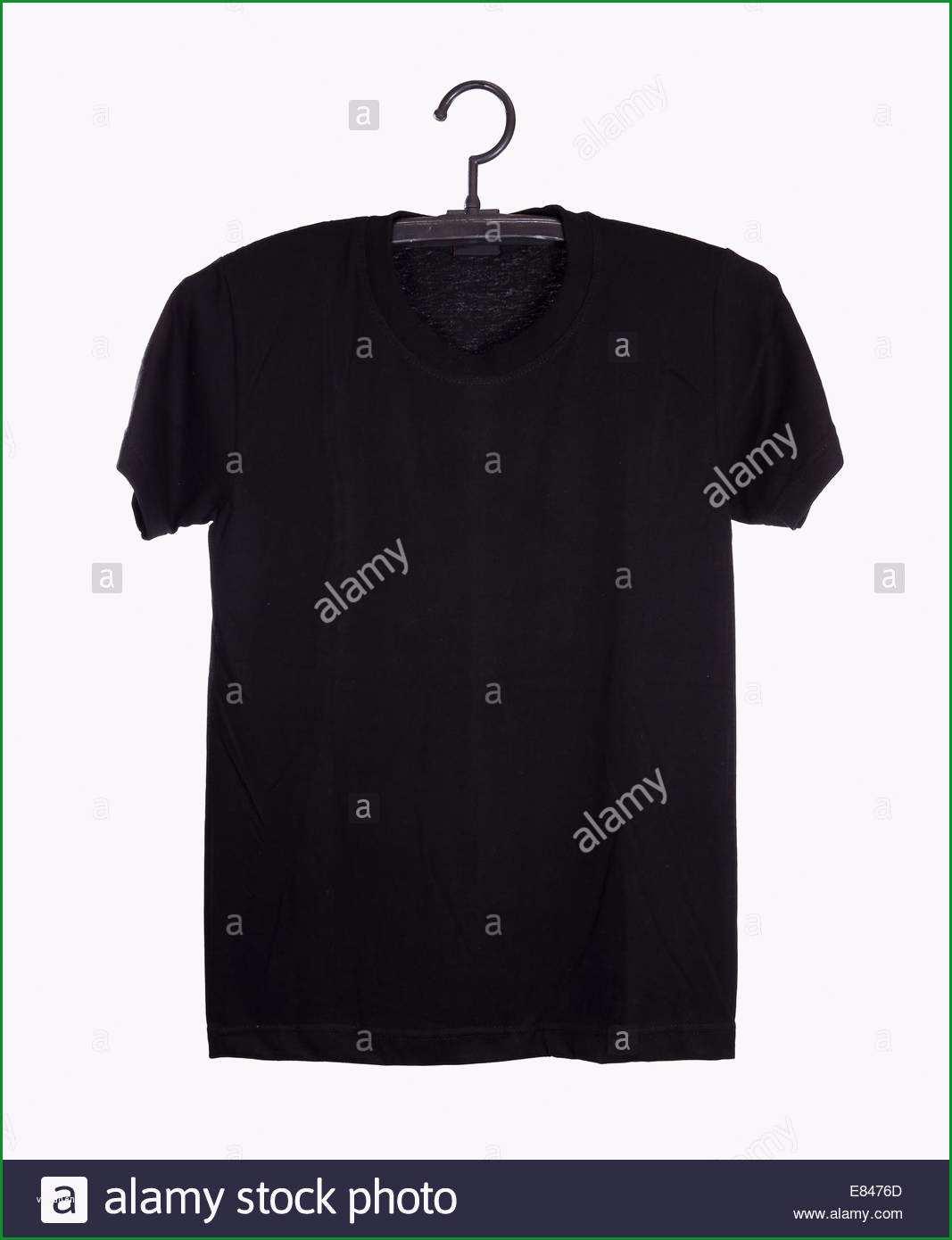 stockfoto schwarzes t shirt vorlage auf kleiderbugel vorderseite isoliert auf weissem hintergrund