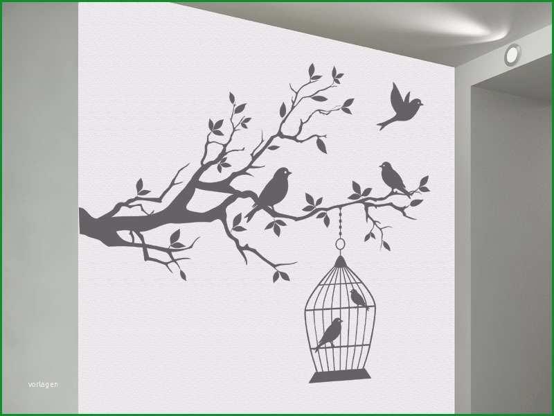dekorativer ast mit vogelkaefig